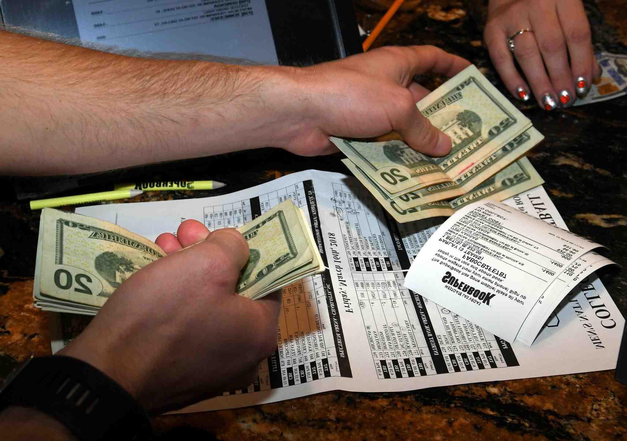 What percentage of sports bettors make money?